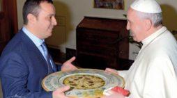 """""""Don Franchino"""" ospite a La Prova del cuoco con la pizza Papa Francesco"""