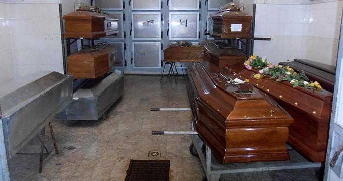 Scambio di salme all'obitorio, funerale bloccato dai ...